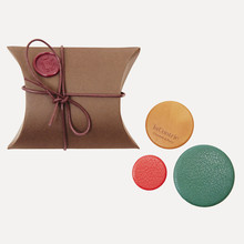 Trio de badges Bon Enfants - gold calfskin, green & red kidskin